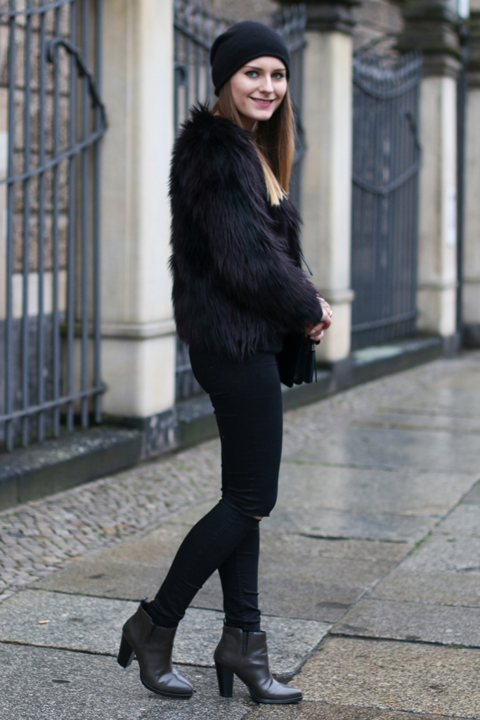 Faux_Fur_Jacket_All_Black_2
