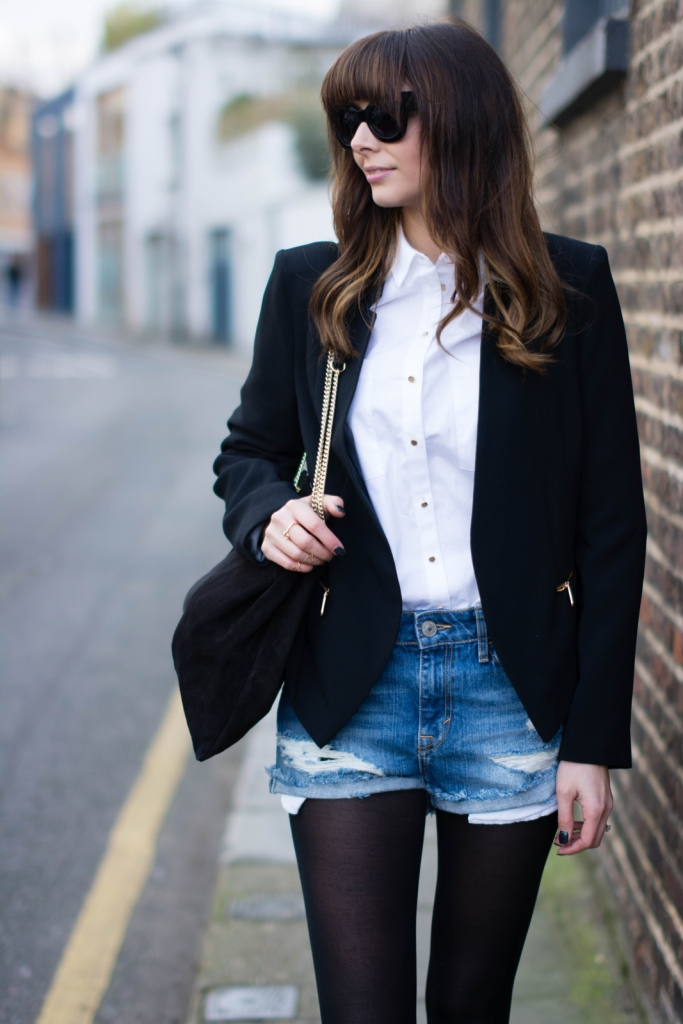 EJSTYLE-Emma-Hill-River-Island-denim-shorts-black-crepe-blazer-black-tights-Suede-gold-chain-bag-white-shirt-street-style-fashion-blogger-ootd